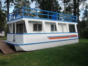 NEW LUXURY HOUSEBOAT 10.5mtrs x 4.8 mtrs