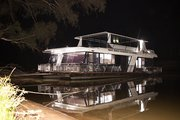Explore the natural beauty of the Murray River with family and friends
